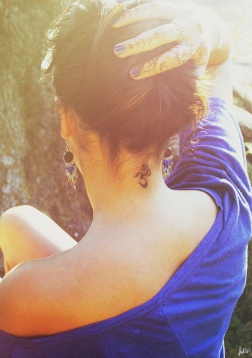 35 Splendid Back Of Neck Tattoo Designs Tattoos Tattoos Back Of