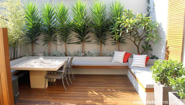 17 adorable design ideas for your small courtyard small for Small shady courtyard ideas