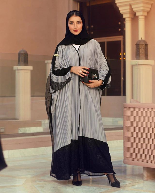 Repost Kam 227 اخيررا نزل كولكشن خولة المراغي بالتعاون مع المصممة شيما رويالكو أي عباية حبيتو أكثر أو Shaima Royalco X Kam Muslim Outfits Abaya Dress Fashion