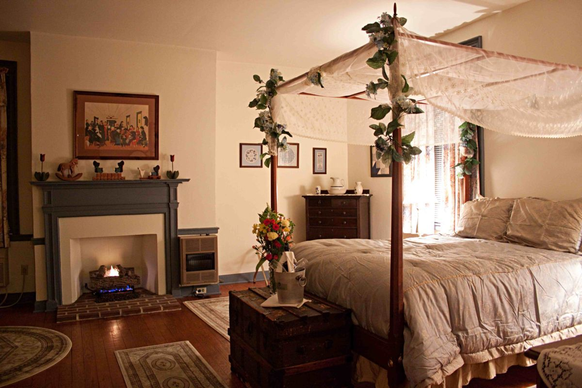 Just maybe....... Room, Romantic bedroom, Country inn