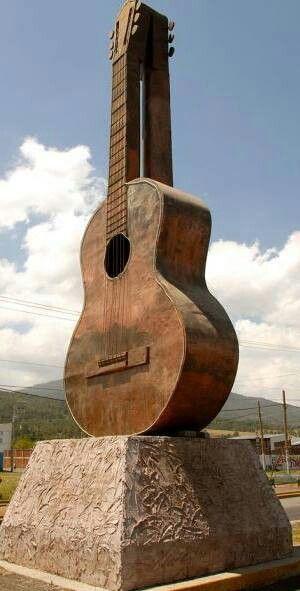 Paracho, Michoacan, Capital de la Guitarra