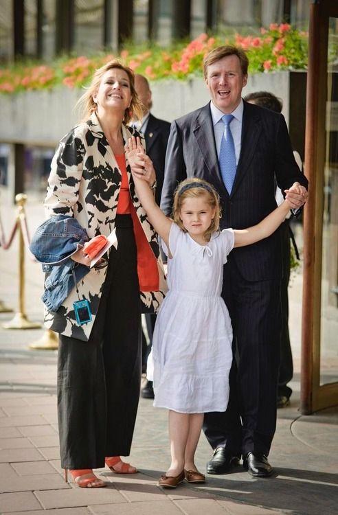 catharinaamalia: Amalia with her parents in June 2010 upon ...