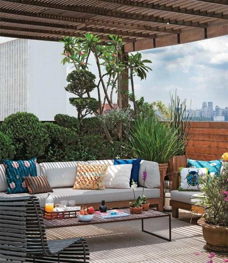 Parasol de balcon brise vue et pare vent protection for Plantes vertes exterieur balcon