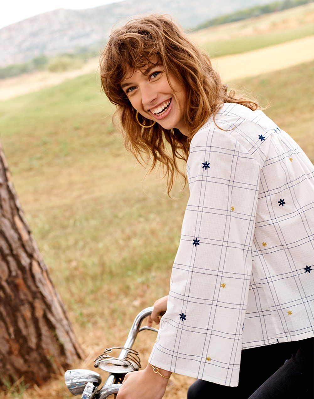 787f954bb88 madewell embroidered windowpane square-neck button-down top worn with  chunky oversized hoop earrings + aventurine bangle bracelet.