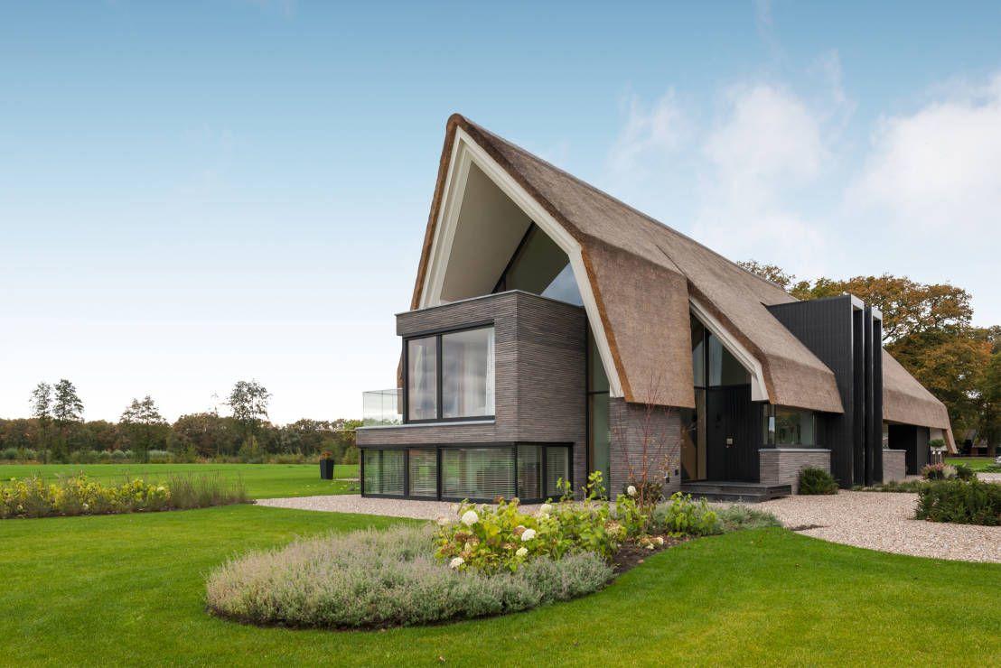 Een rieten dak de voor en nadelen farm house barn for Huizen architectuur