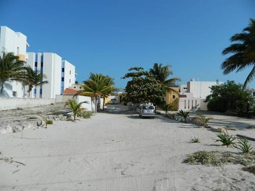 Maria Luisa L Chicxulub Maria Luisa L offers accommodation in Chicxulub, 37 km from M?rida. The unit is 6 km from Progreso. Free private parking is available on site.  The kitchen has an oven. A TV is featured. Other facilities at Maria Luisa L include an outdoor pool.
