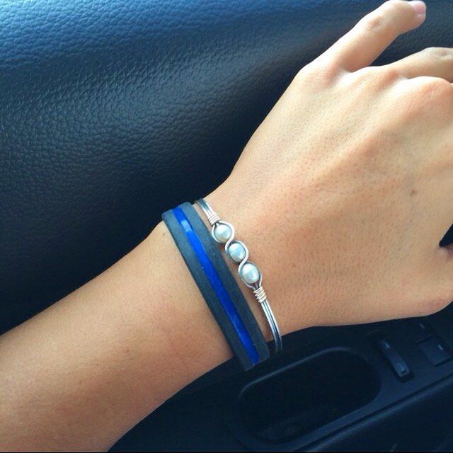 Our Thin blue line silicone bracelet looks great on everybody  Always the Best!  www.paracordlinks.com  #badassery #dope #ammo #california #gun #guns #firearms #gunsdaily #wristporn #everydaycarry #40cal #new #Paracord #jewelry #ammo #fashion #tactical #survival #epic #badass #thinblueline #beastmode #menstyle #mensgear #womenswear #police #cop #cops #bracelet #tbl