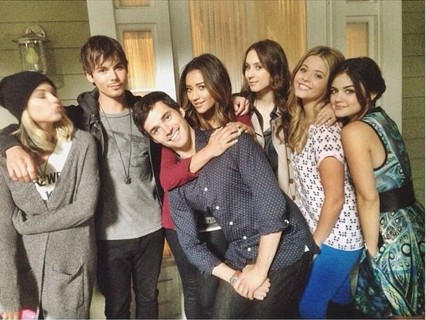 "Pretty Little Liars Cast Celebrates Marlene King's Birthday With ""Family"" Photo"