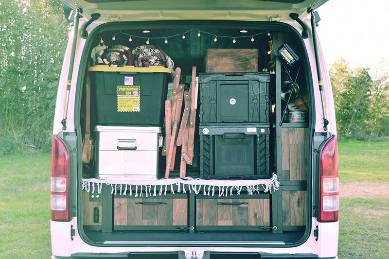 ハイエース 車中泊 バンライフスタイル Sedona セドナ 取扱い開始致します ハイエース ハイエース 内装 バックドア
