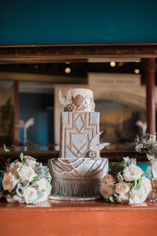 Stunning vintage themed wedding cake!! #greatgatsby #weddingcake #pearlsandgold #cake #cakedisplay #desserttable #dessertdisplay