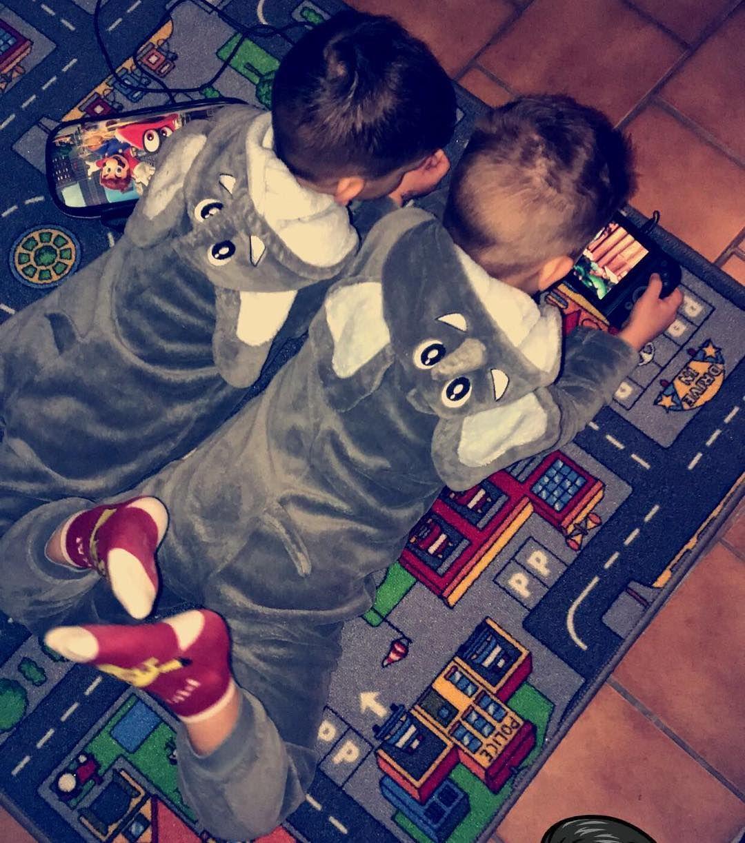 Mes garçons  #malone #kenzo #fils #martos #mom #mommy #maman #fierté #amour #mavie #love #jelesaime #tropdamour #elephant #pyjama #switch #nintendo #nintendoswitch #jadore#mesbebes#2019 #son #amor #pokemon #mario #marioodyssey #baby #babyboy #boy #petitmec