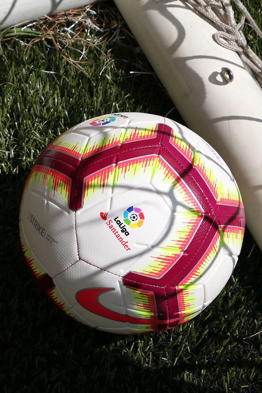dc5546668 El balón oficial de la La Liga es de la marca Nike. Es el balón con ...