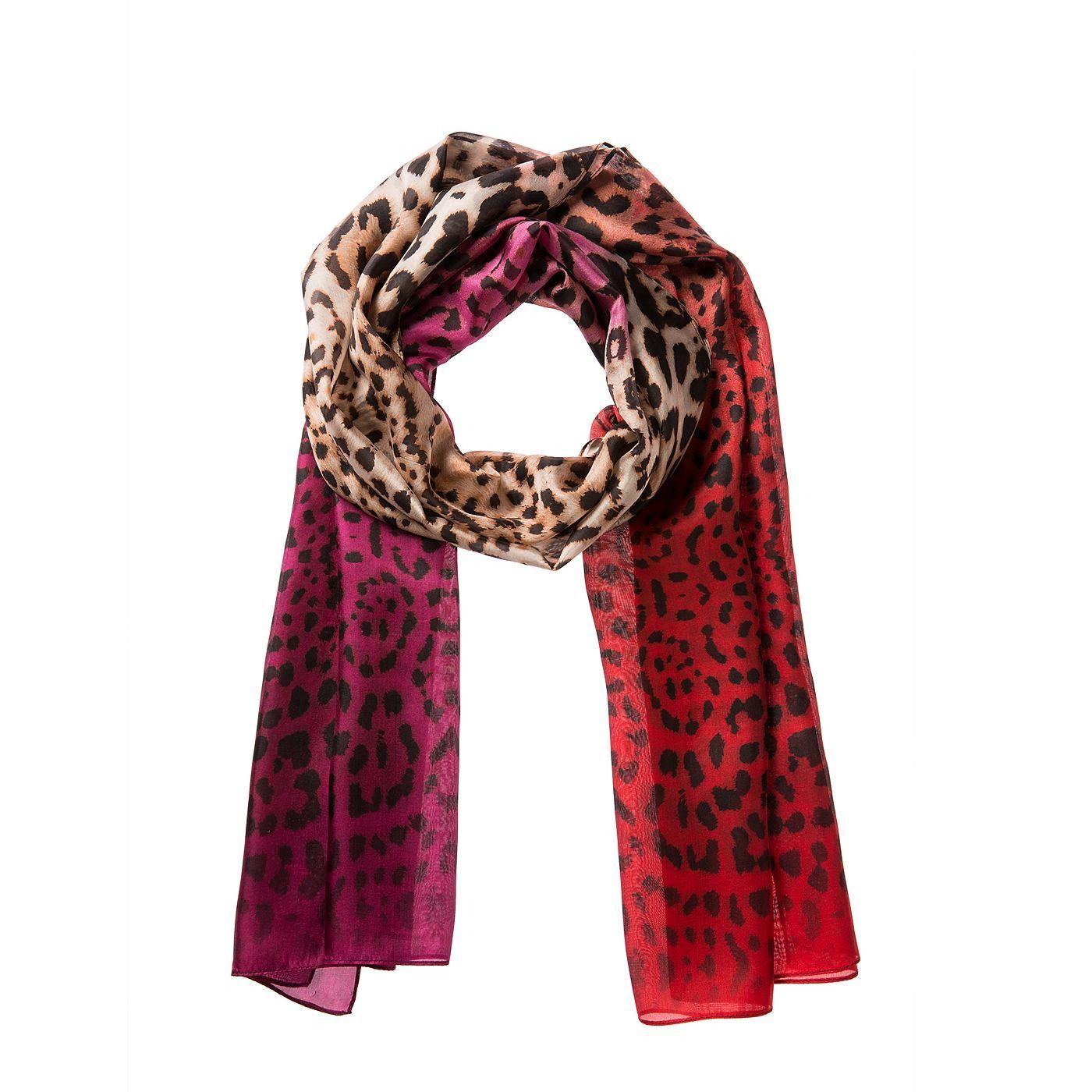 """Dieser Schal kommt selbstbewusst und extrovertiert daher. Das liegt am ,,wilden"""" Leomuster und der modischen Ombré-Färbung an den Enden. Durch die reine, fließende Seide bleibt er dabei feminin und edel. Stark zu simplen, monochrom gehaltenen Looks! Material: 100% Seide..."""