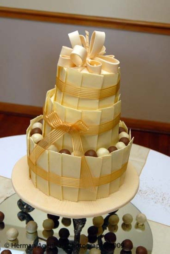 WHITE CHOCOLATE WEDDING CAKE - Vanilla cake with custard filling ...
