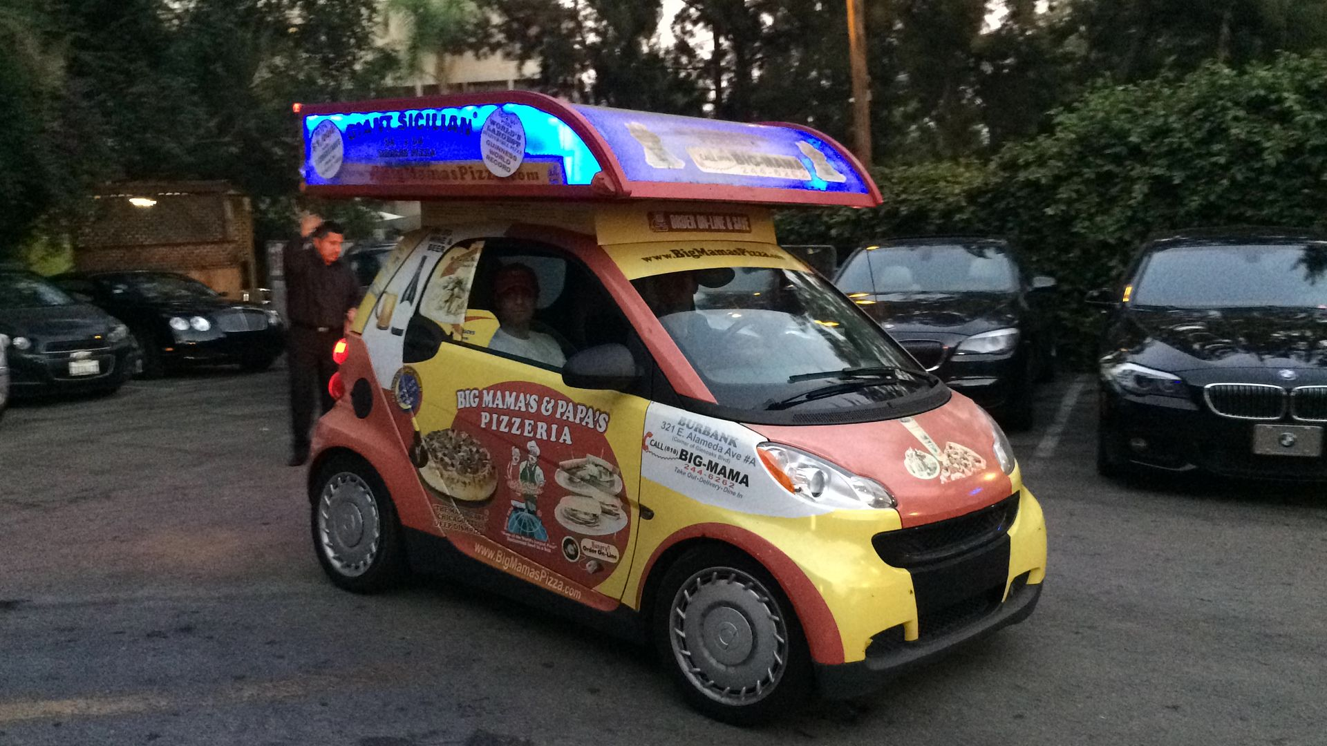 pizza-delivery-girls-in-cars
