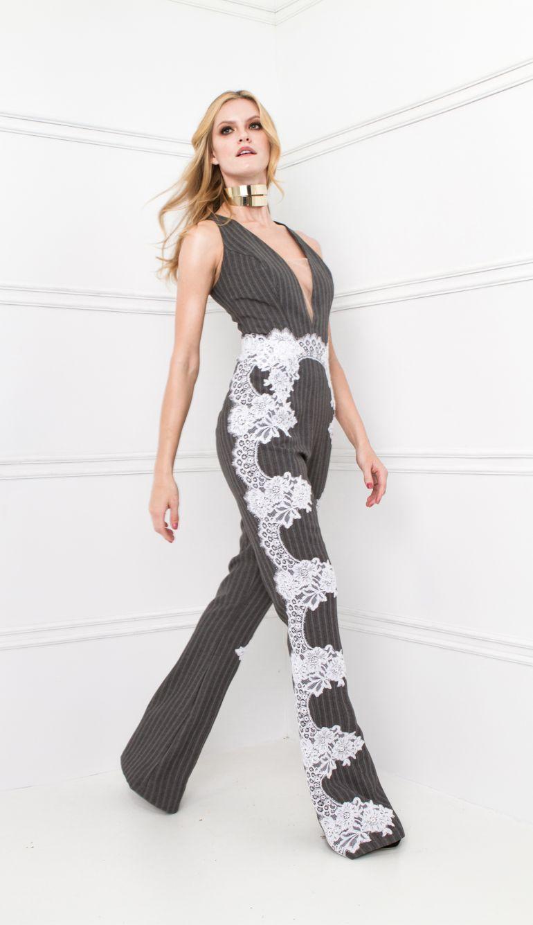 fd97df6b5 MACACÃO ALFAIATARIA RISCA DE GIZ DETALHE RENDA PERNAS DECOTE TULE -  MAC18151-TJ | Skazi, Moda feminina, roupa casual, vestidos, saias, mulher  moderna