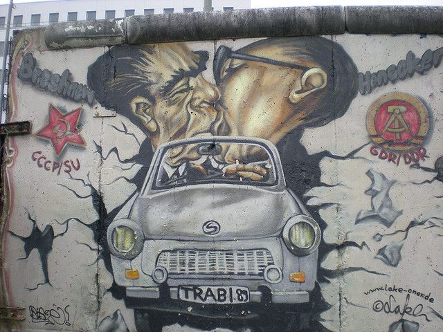 La Caida Del Muro East Side Gallery Berlin Wall Street Art Graffiti