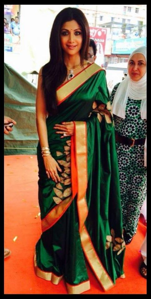 2a24a50ad4c297 This greeen......soo want it!! <3 Shilpa Shetty in Mandire Bedi's ...