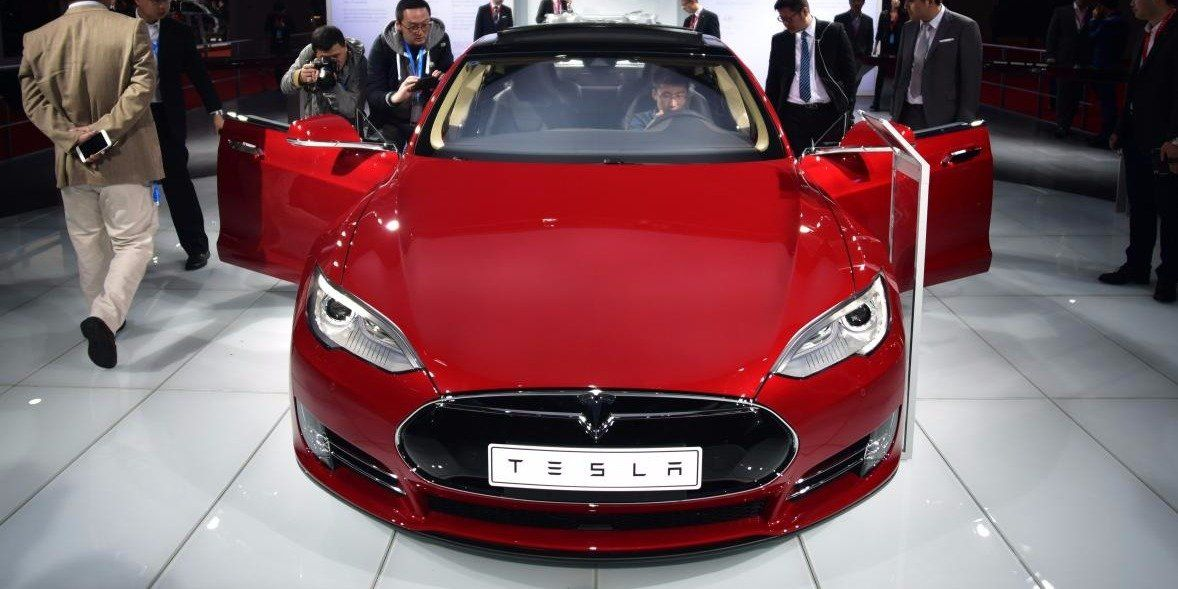 Tesla wants to sell future cars with insurance and