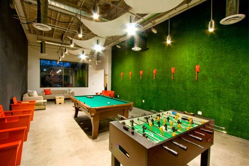 Amazing game room! interiordesign Artificial grass wall