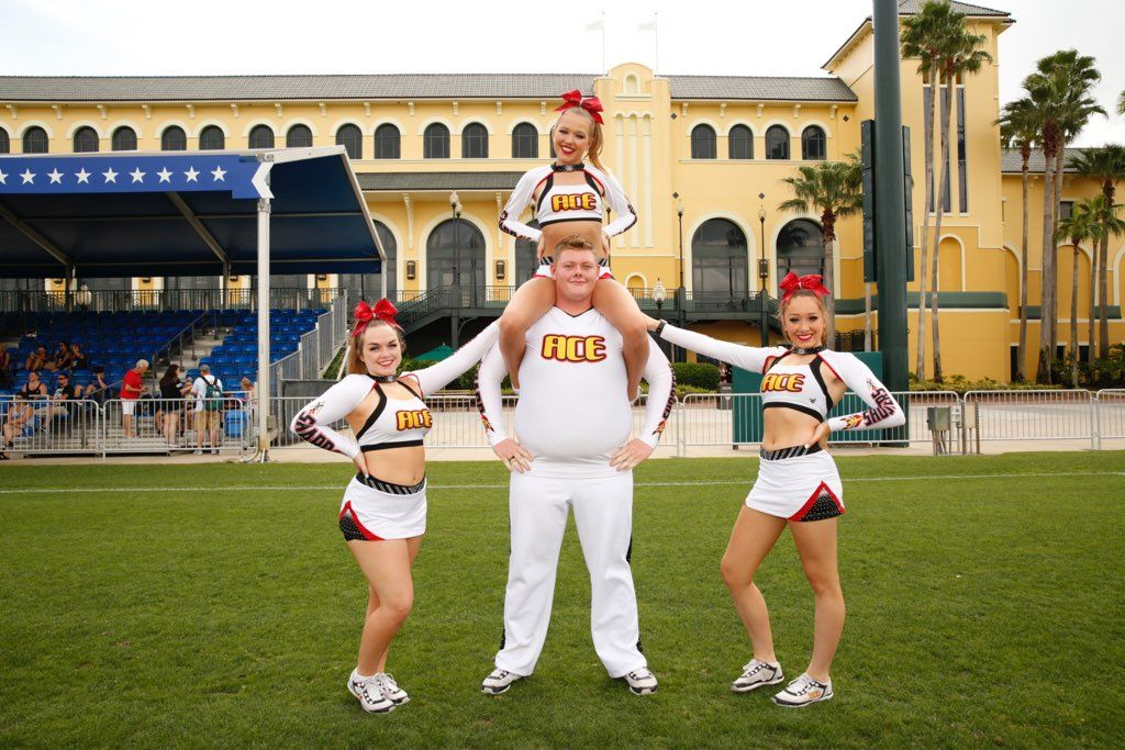 Pin by ⓐⓥⓔⓡⓨ on Cheer pics Cheer pictures, Pics