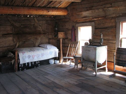 Inside An Old West Setteler S Cabin Inside Small Log