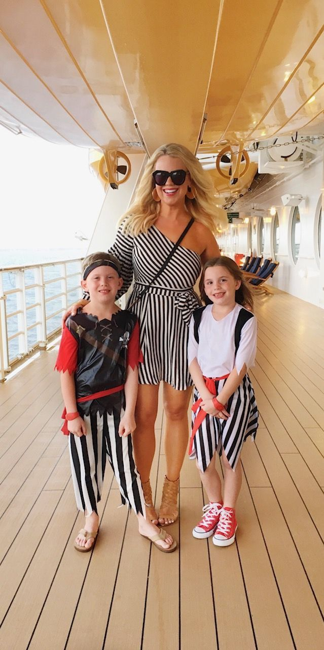 Ten Must-Have's for a Disney Cruise #summercruiseoutfits 10 Must-Haves for A Disney Cruise | Edit by Lauren #summercruiseoutfits