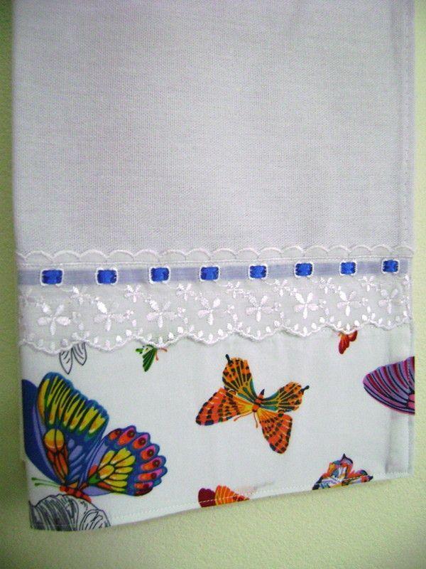 Pano de prato decorado com tecido em estampas diversas e/ou ponto decorativo, bordado inglês, passanamaria, rendas e passafitas