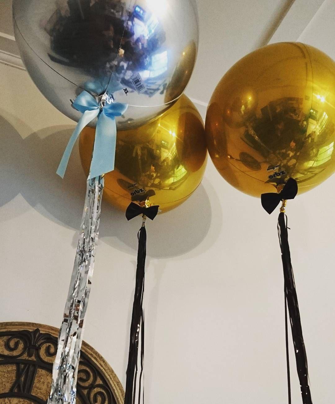 how to make a black & gold balloon centerpiece