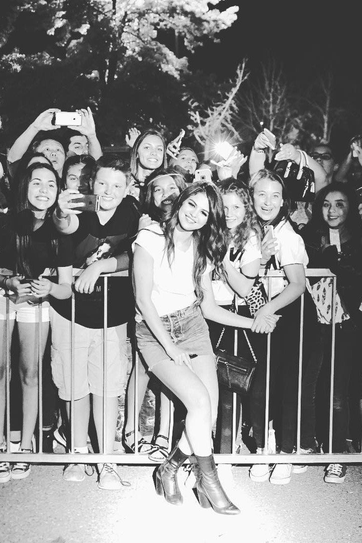 Selena Gomez Is Still Getting the Most Epic Fan Concert Photos | Teen Vogue