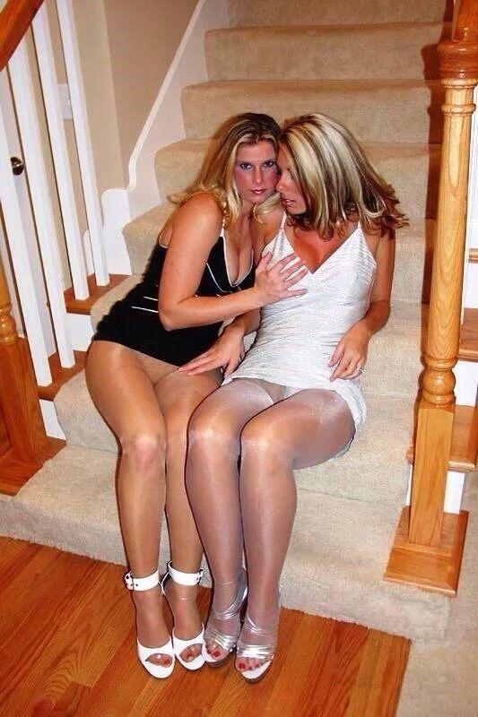 Spy camra on girls peeing