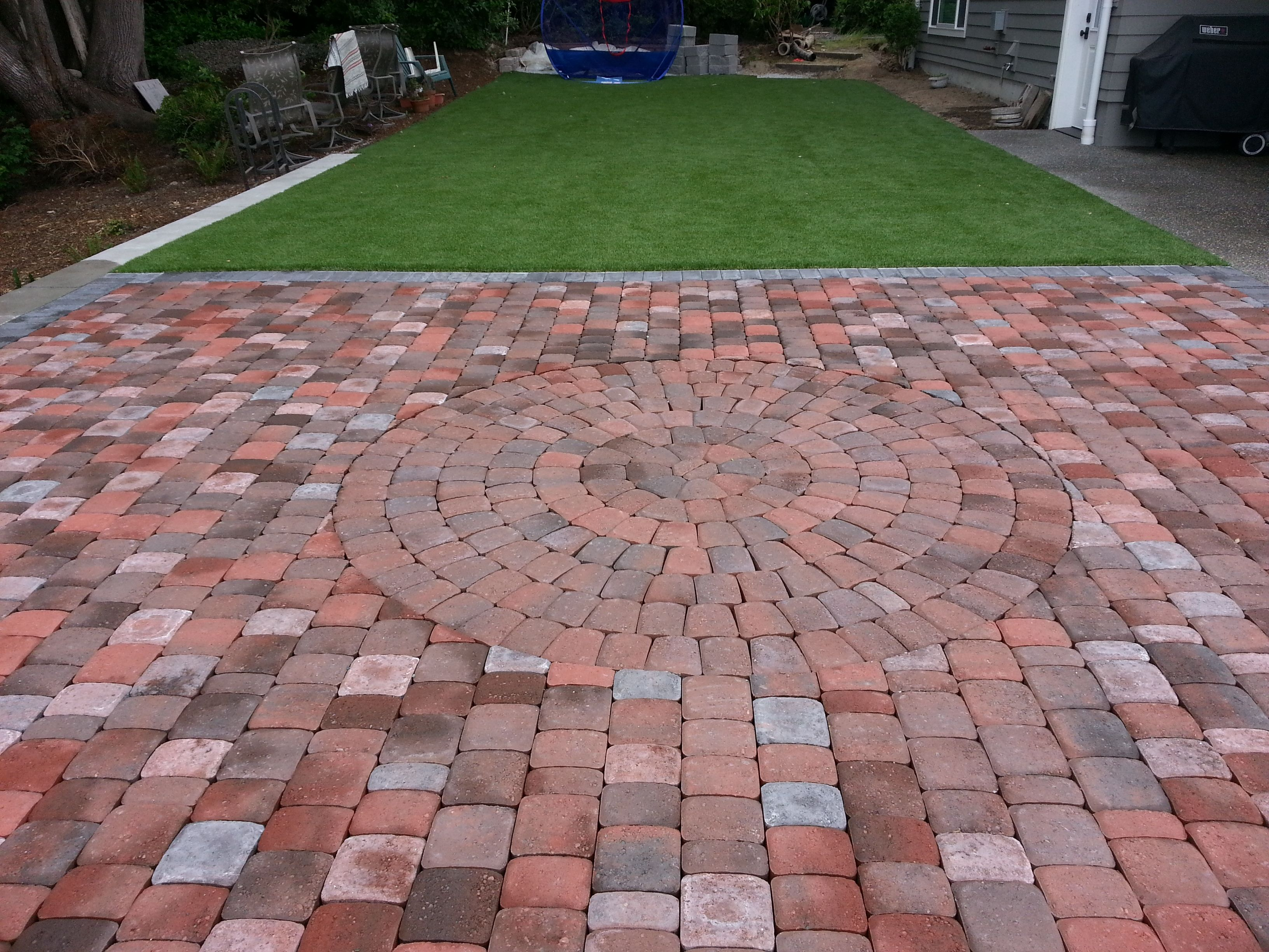 Patio using Old Dominion Square and Recs with circle kit ... on Square Concrete Patio Ideas id=57196