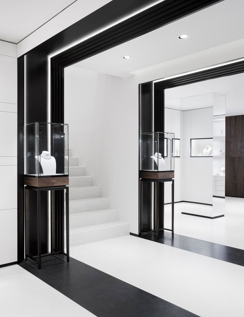 David thulstrup designs symmetrical space for georg jensen for Interior design blogs