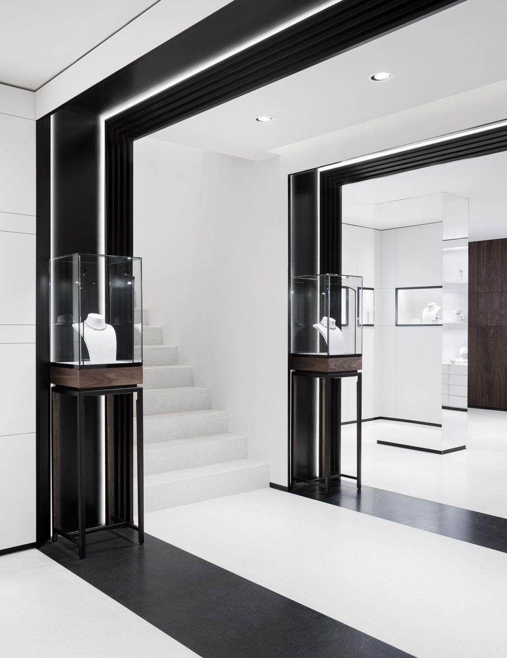 David thulstrup designs symmetrical space for georg jensen for Interior design blogs