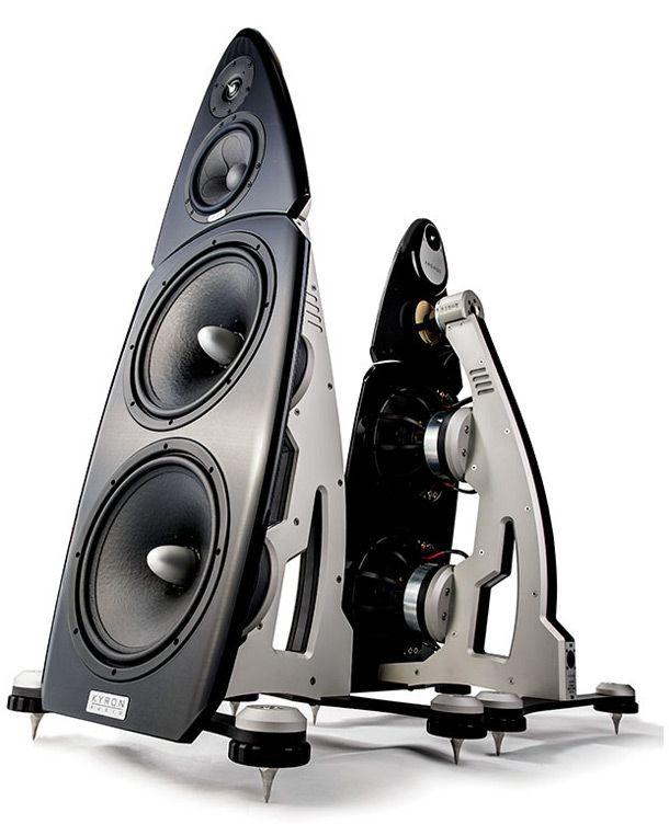Kyron Audio Kronos, più che diffusori, sono piuttosto un sistema. Ciò che serve aggiungere è solo una fonte.