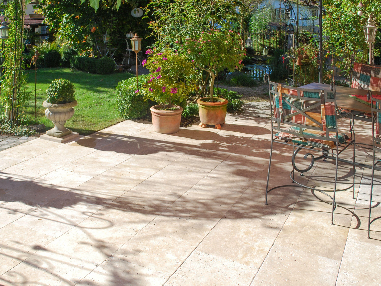 f r entspannte sommerabende auf der terrasse der travertin medium select stonenaturelle. Black Bedroom Furniture Sets. Home Design Ideas
