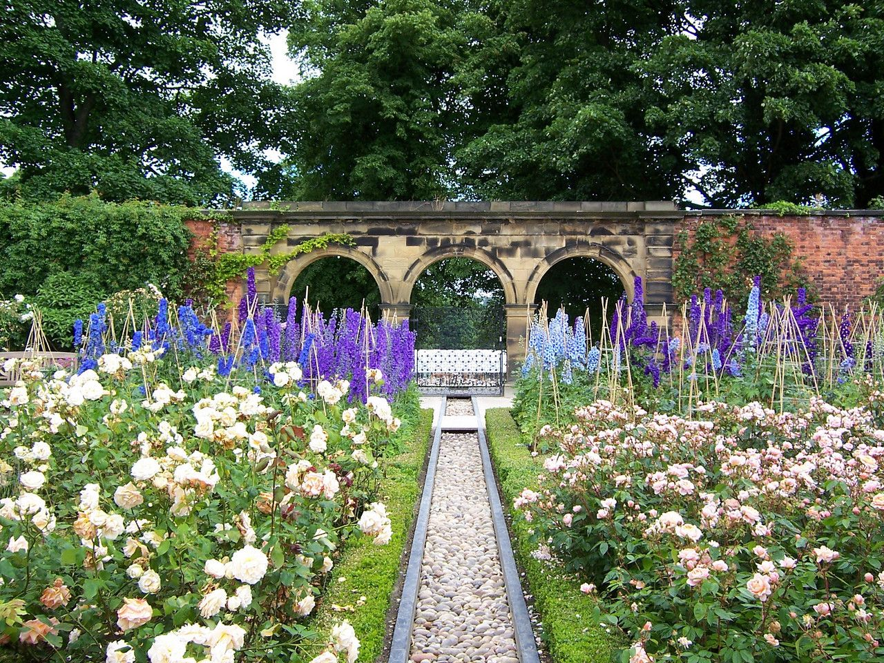 The Alnwick Garden Uk Castle Garden Landscape Design Alnwick Castle