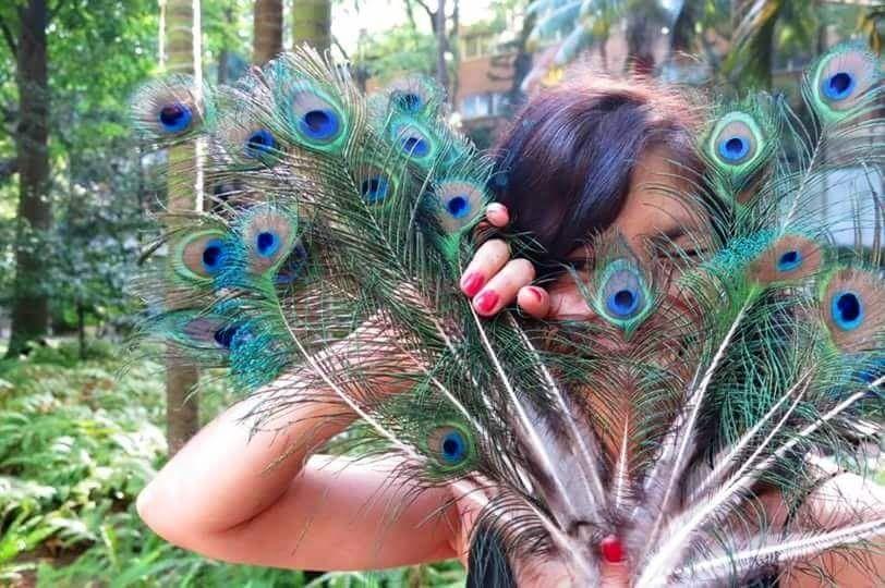O Mercado Crafts & Design é que fez anos [10!!] e eu é que recebo presentes: uma funcionária do Jardim da Estrela veio oferecer-me este bouquet! #10anos #HELLOPEACOCK #jardimdaestrela www.facebook.com/apontoshop