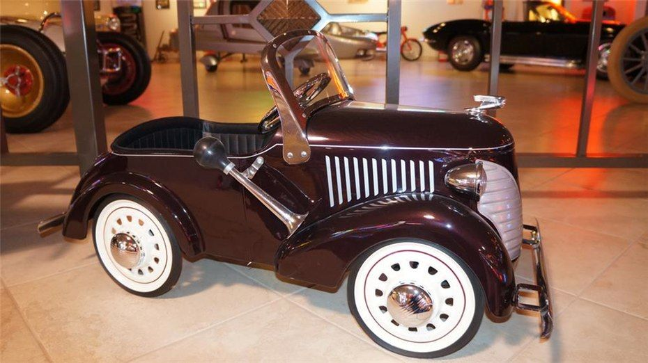 This 1936 Lincoln Zephyr Deluxe Pedal Car By Garton Sold For 8 050