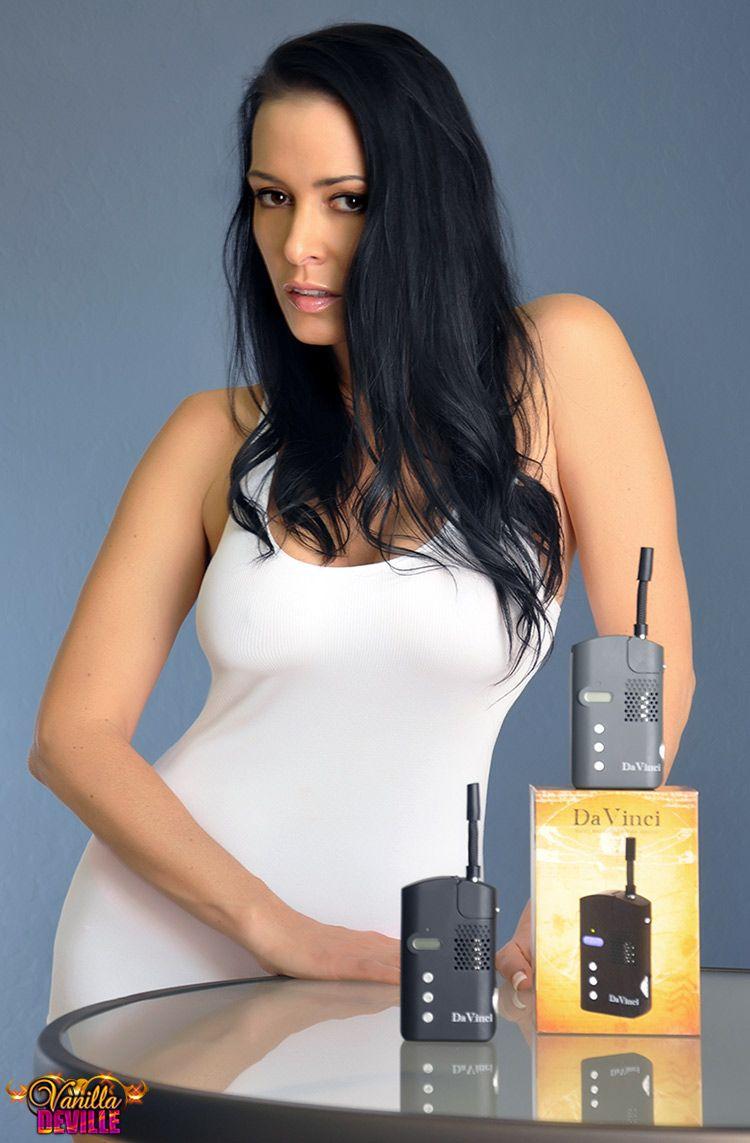 Vanilla DeVille naked 243
