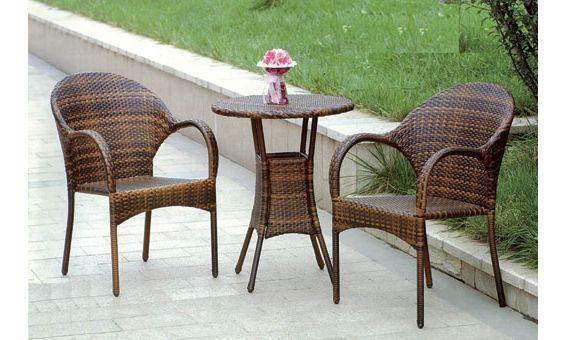 Mobiliario de jardín de Majestic Garden, compuesto por mesa y dos sillones.