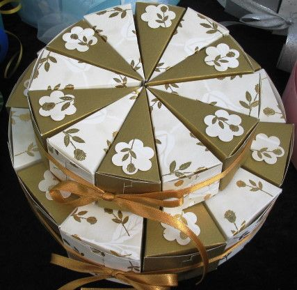 torte aus papier zur goldhochzeit f r geldgeschenke paper cake gold wedding for money gifts. Black Bedroom Furniture Sets. Home Design Ideas