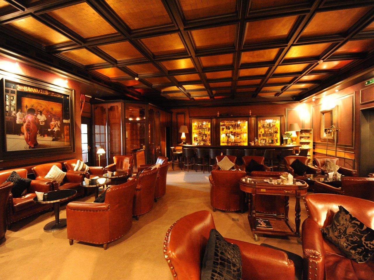 Cigar lounge bar d e n h e r r e k l u b b pinterest for Lounge decor ideas pictures