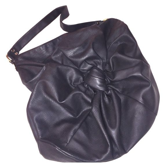 Black Vegan Leather Purse Hobo style bag with a good drop to fit nicely over the shoulder. Large interior. Lightweight. Bags Hobos