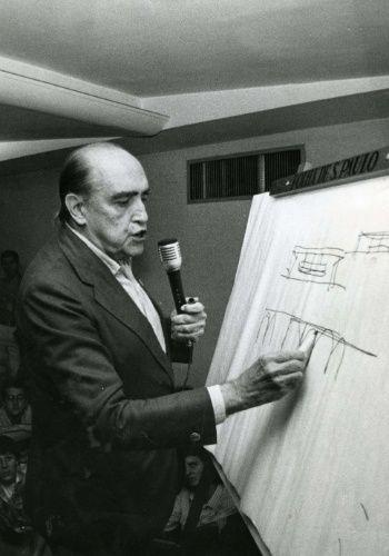 Oscar Niemeyer o maior arquiteto do Brasil.