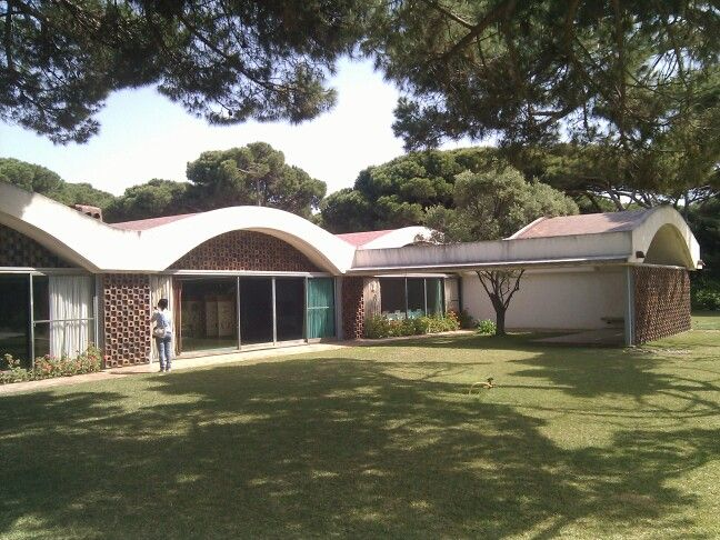 Casa Gomis (La Ricarda) de A. Bonet Castellana. El Prat de Llobregat