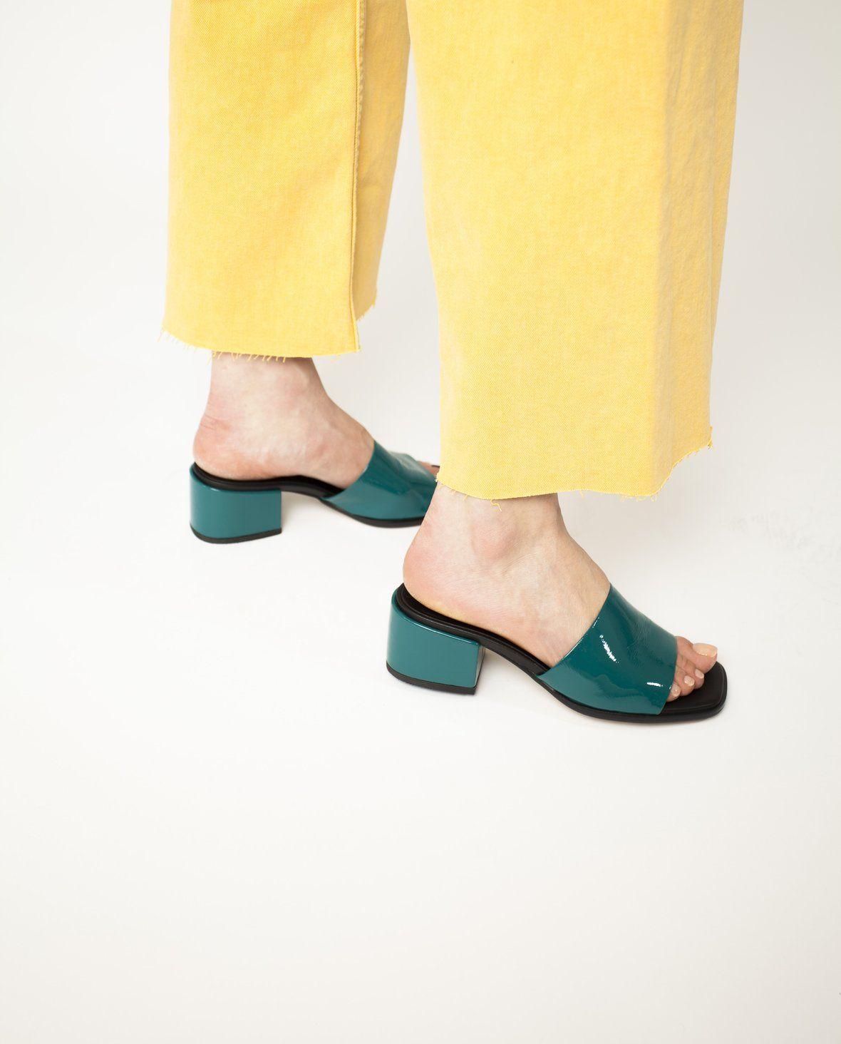 2 Baia Vista Vela Blue Patent Zomp Shoez In 2020 Leather Mules Patent Leather Heeled Mules