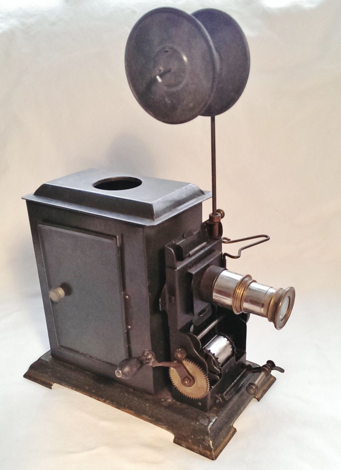 Antique 35mm Hand Cranked Movie Projector Oil Lamp Germany