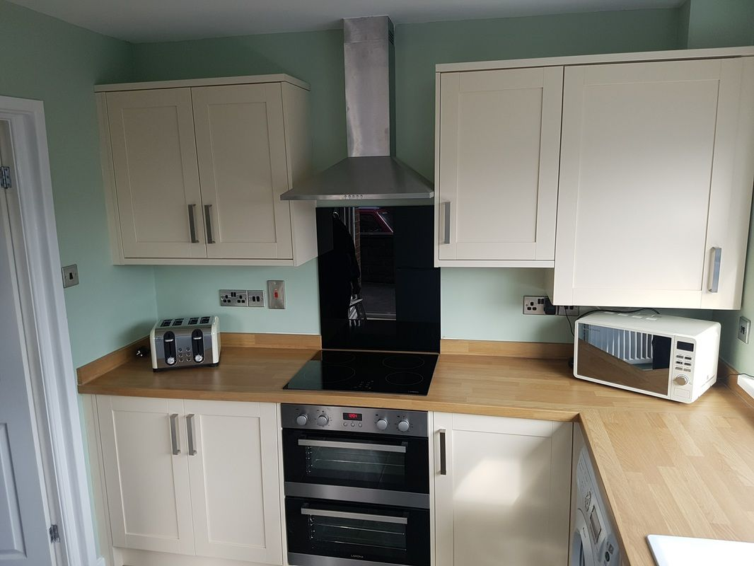 The Greenwich Shaker Cream Kitchen Units With 38mm Thick Oak Block Worktops And Black Glass Splas Built Under Ovens Built Under Double Oven Cream Kitchen Units