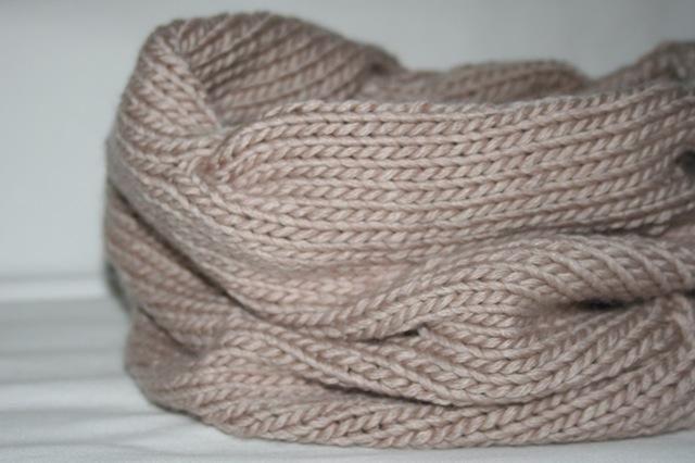 free knitting pattern…burberry inspired cowl neck scarf #golasdetrico